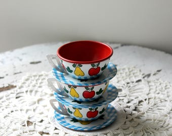 vintage tin litho toy cups and saucers, Ohio Art apple and pear pattern, tin toys