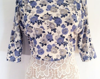 Rave vintage 1980s 1990s white and blue floral 3/4 sleeve crop shirt
