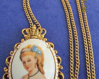 """Vintage Florenza Necklace Limoges France Porcelain Cameo Beautiful Lady Dressed In Blue 24k Gold Plated 1960's  24"""" Chain Excellent"""