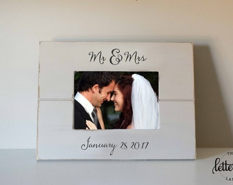 Wedding gift, Picture Frame,  Mr and Mrs Frame, Mr & Mrs gift, custom, personalized frame, newlyweds gift, wedding present, shower gift