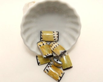 cowrie shell pillow beads - 25mm (2 pieces)