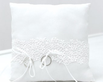 Ring pillow with lace