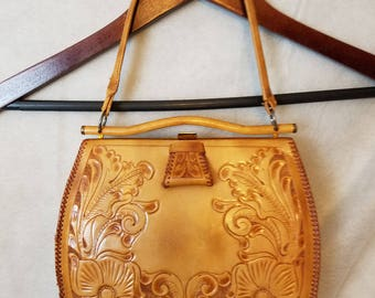 S Small Vintage 60s 70s Justin Tooled Leather Distressed Patina Flowers Hippie Indie Alternative Festival Purse Handbag ISSUES Pocketbook