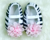 CLEARANCE SALE - Newborn Baby Girl Crib Shoes, Zebra Pink, Baby Girl Accessories, Baby Shoes, Baby Photo Prop, Baby Girl Gift