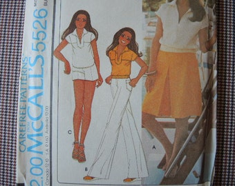vintage 1970s sewing pattern McCalls 5526 Marlo's Corner misses top culottes nad pants or shorts  size 8