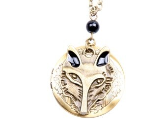 Medallion Necklace Wolf