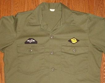 MEN'S Medium-Regular (15.5 X 33) Charlie Army Shirt.  Always in Philly green military shirt