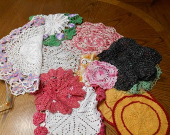 Lot of 14 vintage multi colored doilies.