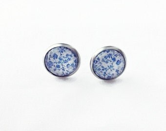 Stainless steel mini Blue and white flowers, earrings 12 mm on shank, to the Quebec City Canada, delicate, classy, porcelain, floral