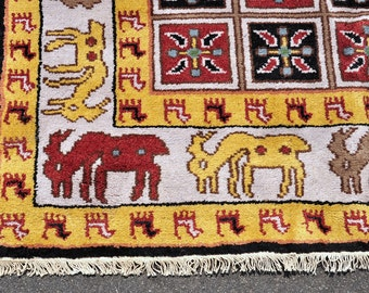 SALE! -- 139 --Cheerful Gold Reindeer Rug -- 8 ft. by 5 ft.