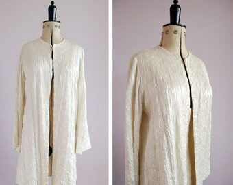 1940s White embroidered silk quilted bed jacket - Silk duster coat - Bed Jacket - 40s Smoking Jacket - 40s Evening coat -  40s Swing coat