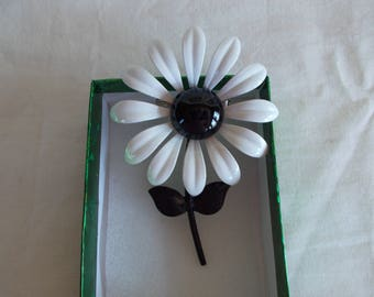 Vintage Black And White Metal Enamel Flower Brooch //1