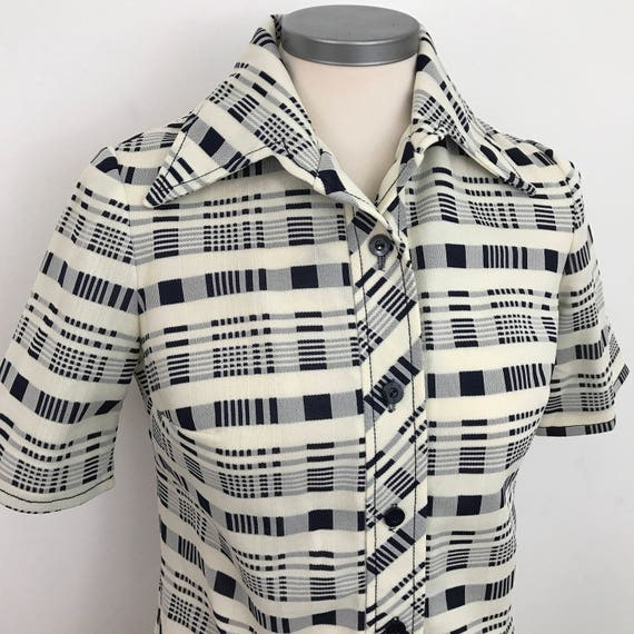 1970s mod blouse 70s dagger collar shirt polyester crimplene fitted scooter girl checkered top UK 8 10 US 4 6 cream blue check short sle