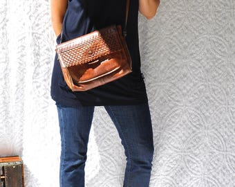 The Bridge 70s Leather Handbag || Italian Leather Boho Purse. Retro Hippie Crossbody Bag. Mod 1970s Vintage Leather Purse. 80s Shoulder Bag