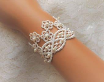 6 to 6 5/8 inch Ivory Lace Bracelet / Wedding Lace Bracelet / Bridal Wrist Cuff