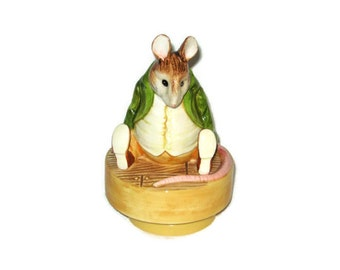 Schmid Beatrix Potter music box, Samuel Whiskers, Roly poly pudding 1982 Vintage porcelain Figurine Ceramic Figure Mouse Storybook Character