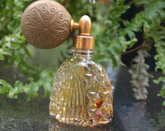 Vintage perfume bottle patterned rubber balloon ball atomizer clear crystal glass diamond cut original scent cologne toilet water remnants