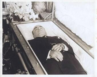 Al Capone in his casket in 1947
