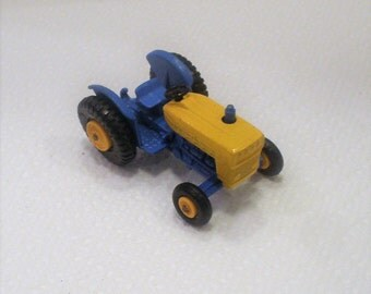 Vintage Matchbox Ford Tractor / Series Number 39-C2 / Made in England / Issued 1967