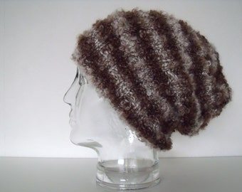 Lovely soft unisexmuts in brown with alpaca edges