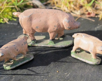 """Miniature vintage - three PIGS - in metal painted aluminium, collection """"Quiralu"""" toys made in France - 1930"""