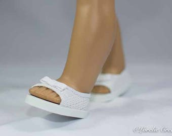 American Girl, 18 inch doll SHOES SANDALS beach flip flops peeptoe flats in White Lacy Woven-Look with Bow Trim