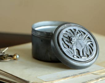 Vintage Metzke 1974 pewter lidded tin with lion / round small container box with lid leo