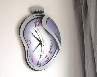 Folding - Melting clock made of plywood
