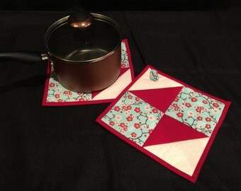 Floral Pieced Quilted, Insulated Pot Holder Set