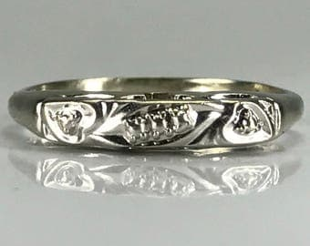 Vintage White Gold Wedding Band. Art Deco 14K Gold. Gold Stacking Band. Estate Jewelry. Circa 1920. Size 7 and Sizable. 14K Gold Ring.