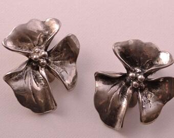 Vintage Floral Clip On Earrings (63b19)