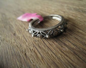 Sterling Silver Flower Band Ring Size 6-6.25 (10)