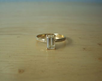 Beautiful Wedding Anniversary Natural Emerald Cut Solitaire Diamond Ring in 18kt Yellow Gold with Accents