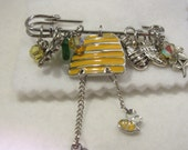 Bee's love flowers Kilt Pin.  Kilt pin with charms.