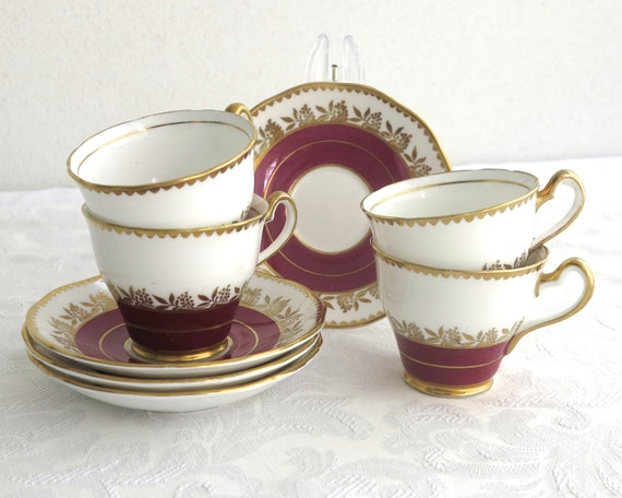 4 cups and saucers, Salisbury bone china, white background with burgundy bands, gilt trim, gilt leaves and berries, England, 1940s