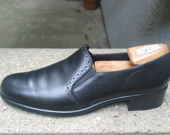 Womens MUNRO Black Leather Loafers Size 8 N