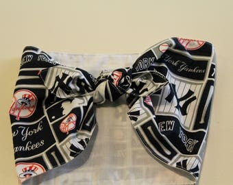 New York Yankees Baseball Head Wrap Extra Wide Head Scarf Women's 1940's style vintage inspired rockabilly Navy Blue and White NY print