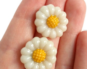 Daisy earrings - Stud Earrings - Gift for Her - Valentine's day