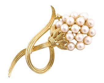 Vintage Faux Pearl Flower Pin in Gold-Tone