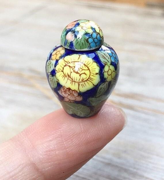 Miniature Vase,Miniature Ceramic Vase,Dolls House decoration,Dolls and miniature,Small vase,Miniature flower vase,miniature accessories,DIY