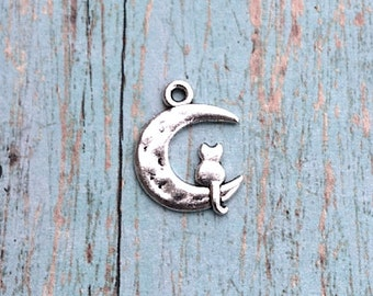 6 Moon cat charms (2 sided) antique silver tone - silver moon cat pendants, cat in the moon charms, moon charm, fairy tale charms, PP9