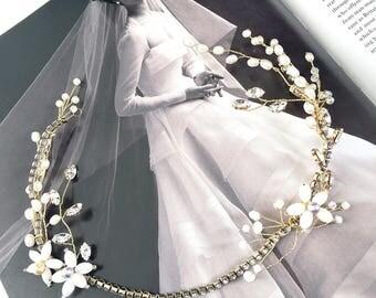 Bridal Hair Vine. Vintage Style Hair Vine. Mother of Pearl Headpiece. Freshwater Pearl Hair Vine. Wedding Headpiece. Gold Crystal Headpiece.