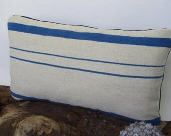 Amohada white and blue pillow 12 x 20, textile Peruvian, Peruvian wool, weaving pad rustic peruano, Peru. (30 x 50 cm) CN-296