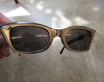 1960s Brown Irridescent Cat Eye Sunglasses