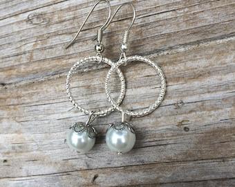 Pearl Circle Earrings, Pearl Earrings, Bridal Jewelry, Bridesmaid Earrings, Mother of the Bride, Mother of the Groom gift, Bridesmaid gift
