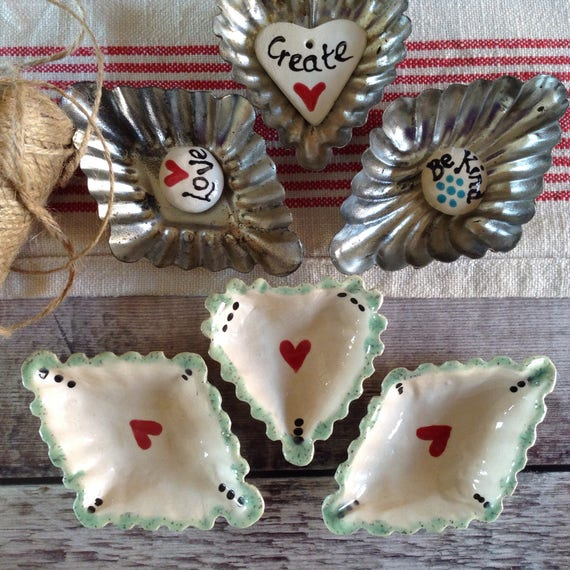 Set of tiny ceramic dishes, vintage look, trinket dishes, ring dishes, pin dishes, dressingtable set.