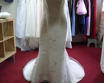 Dress & Dreams Ivory wedding dres size 14 (CA92)