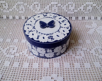 Decoupage box. Casket for jewelry. Box for decorations. Casket for small things. A gift box woman. Blue Box with Butterfly. Imitation lace