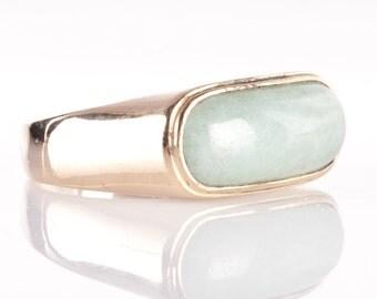 Vintage 1980's 14k Yellow Gold Saddle Cabochon Cut Jadeite Solitaire Saddle Ring