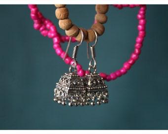 Lika, earrings with oriental charm
